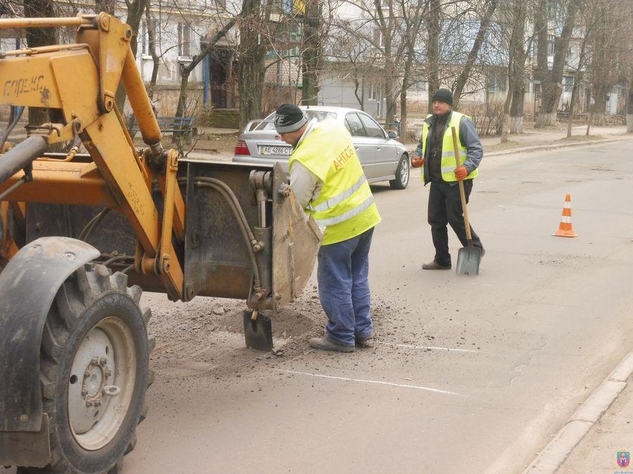 В місті Покров  розпочався поточний ремонт доріг