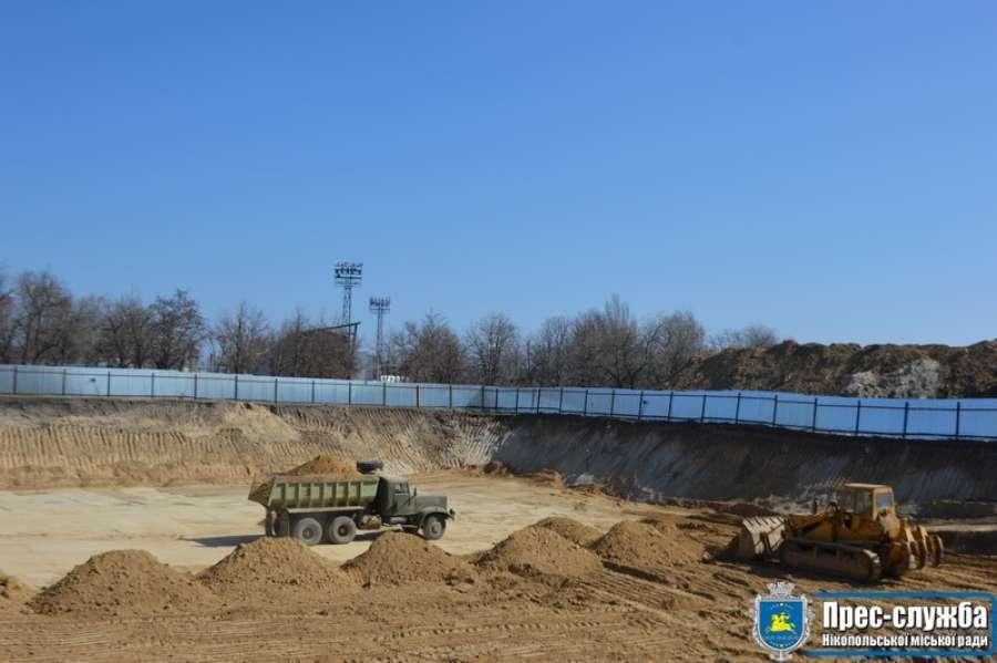 В Нікополі продовжується будівництво басейну