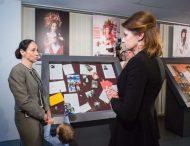 Напередодні Дня Матері Марина Порошенко відвідала фотовиставку «Сильні духом. Мами» та поспілкувалася з матерями, які втратили синів на війні