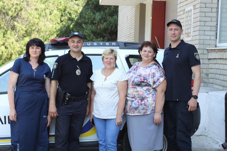 У Нікопольському районі два поліцейські офіцери громади вже тиждень виконують свої обов'язки