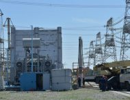 На відкритому розподільчому пристрої ЗАЕС у розпалі ремонтні роботи