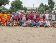 Сыграли футбол на пляже
