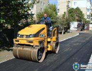 У Нікополі тривають роботи з укладання дорожного покриття