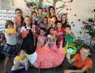 У Нікополі учасники клубу «Фантазія+Творчість» виготовляли упакування для цукерки