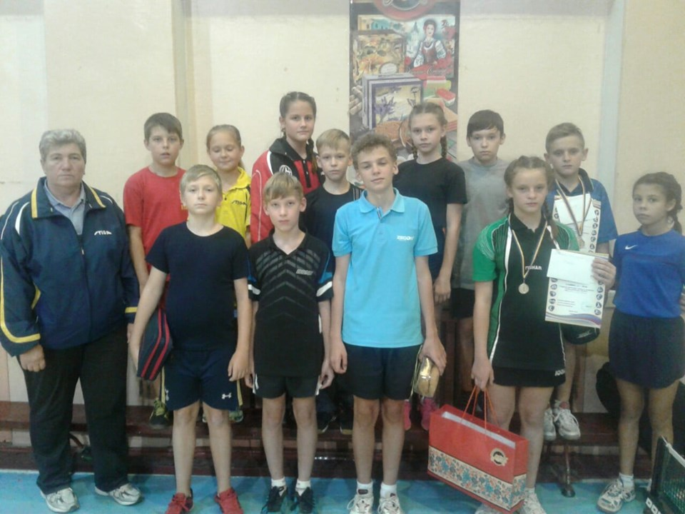 Юні тенісисти повернулися зі змагань з перемогами та призами