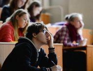 Науковці розповіли, скільки годин потрібно спати студенту