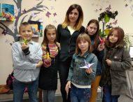 Нікопольські діти виготовляли журавликів миру
