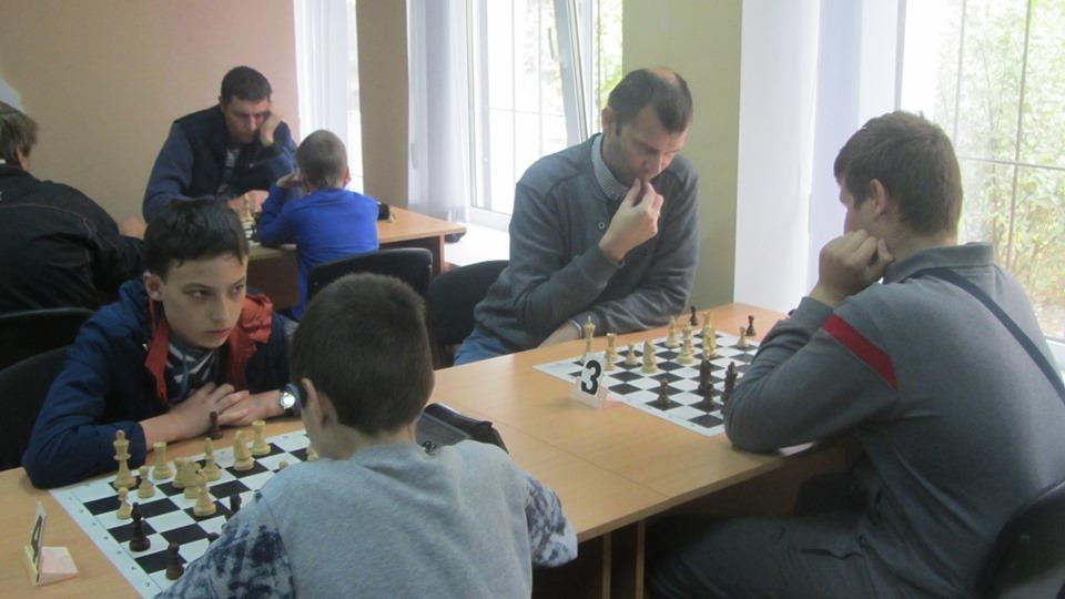 У Нікополі відбувся 14-й медовий рапід-турнір з шахів
