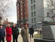 Денег не хватило: в РФ торжественно открыли постамент без памятника
