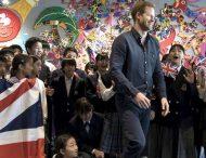 Принцу Гарри в Японии пришлось спасаться бегством от поклонниц, которые назвали его «красавчиком»