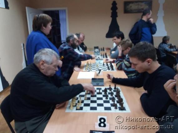 Ветерани та молодь зустрілись за шаховими дошками