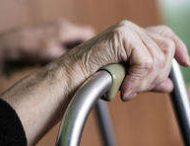 89-летняя британка пригласила исполнителя стриптиза в дом престарелых
