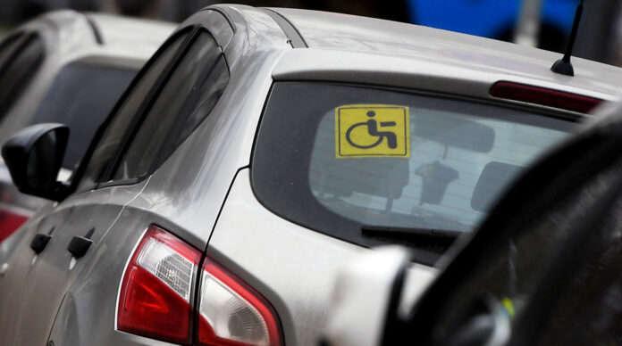 Людей с инвалидностью могут освободить от налогов при ввозе автомобиля