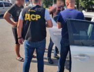 Поліцейські затримали керівників двох установ на хабарі — стали відомі подробиці.