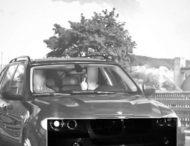 В Германии водителя BMW X5 оштрафовали на 1500 евро за неприличный жест