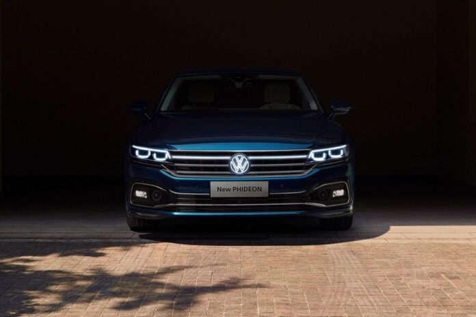 Обновленный Volkswagen Phideon получил светящийся логотип