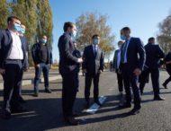 Президент проінспектував перебіг ремонту дороги Р-67, яку відновлюють у межах «Великого будівництва»
