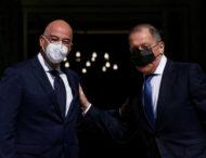 Глава МИД России Лавров изобрел новый способ ношения маски