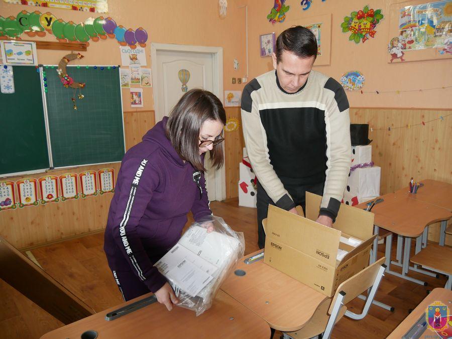 Заклади освіти Покрова отримали нове обладнання