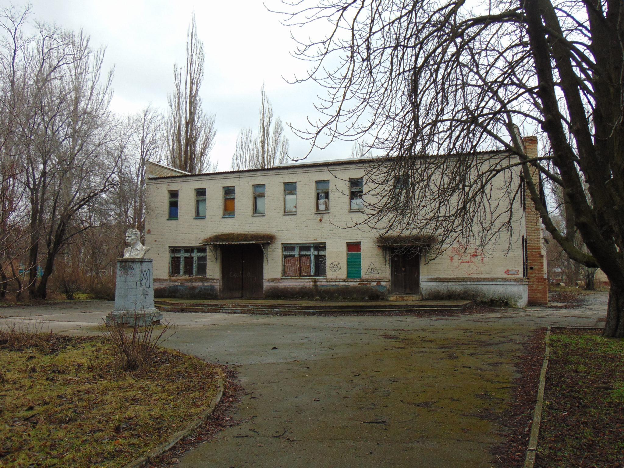 А какая будет дальнейшая судьба ещё одного здания в парке Металлургов.