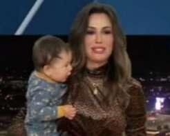 10-месячный сын телеведущей неожиданно появился в прямом эфире