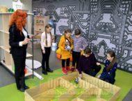 Вихованці школи робототехніки «Niko Bots» випробовували своїх роботів лабіринтом