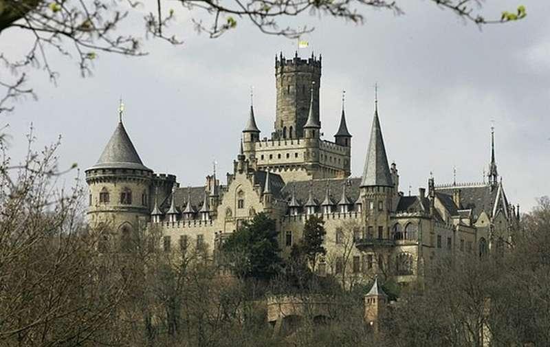 Немецкий принц подал в суд на собственного сына из-за продажи замка за 1 евро