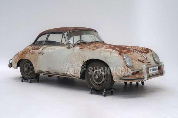 Ржавый раритетный автомобиль продали почти за 6,5 млн грн