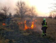 Вогнеборці Дніпропетровщини ліквідовують займання сухої рослинності