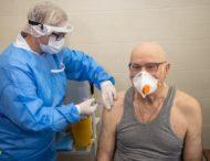На Дніпропетровщині від коронавірусу вакцинували майже 300 людей 80+