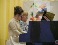 Чарівні клавіші для «сонячної» дівчинки. У Покрові пройшов сольний концерт особливої піаністки.