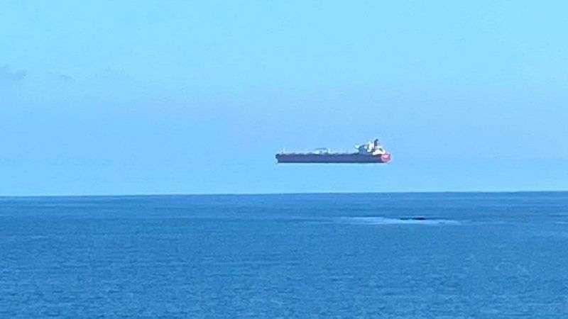 Сеть удивила оптическая иллюзия с кораблем в небе