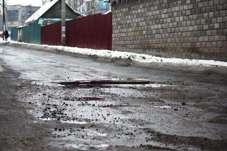 Состояние дорог после зимы высмеяли в Сети