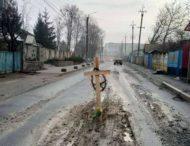 На дороге под Киевом появился могильный крест