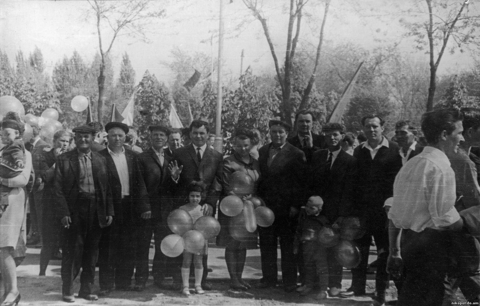 1 Мая или как его праздновали в разное время в Никополе.