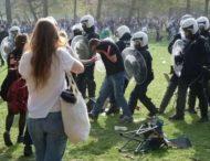 Жертв первоапрельской шутки полиция разгоняла водометами