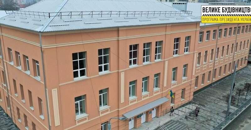 Тематичні інсталяції та двоповерховий харчоблок: у Дніпрі завершують реконструкцію гімназії №33