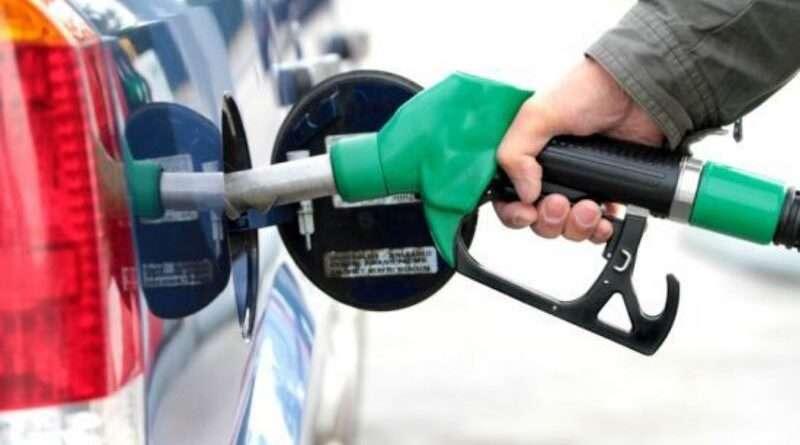 На Днепропетровщине борются с нелегальной торговлей топливом