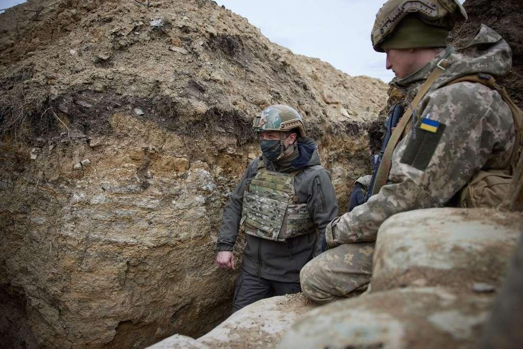 Ми пам'ятаємо кожного захисника, який загинув за Україну – Президент відвідав позиції українських військ на Донбасі