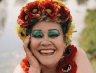 70-летняя украинка стала известной благодаря эпатажному макияжу