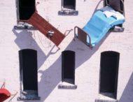 Одессит выбросил все вещи из окна квартиры