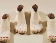 Японский бренд выпустил ботинки с пальцами и педикюром