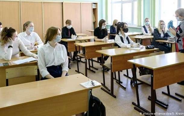 Учитель заставила школьниц раздеться до белья