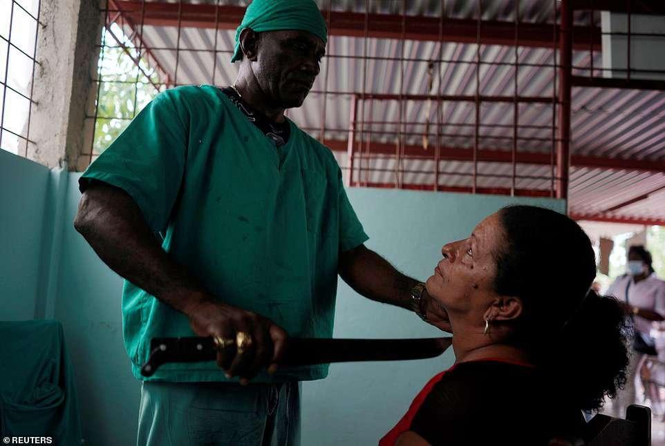 Целитель на Кубе лечит ромом и мачете