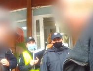 Покупатель напал с ножом на продавца и охранника магазина