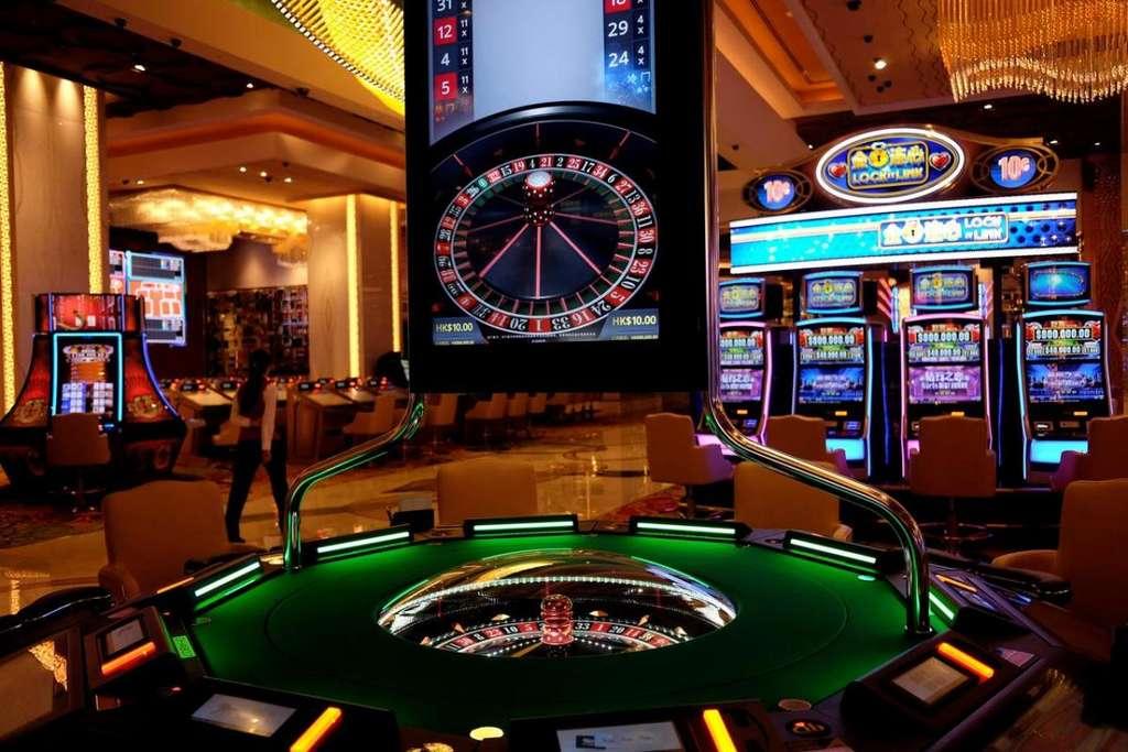 В казино старый игровой автомат начал выдавать джекпоты