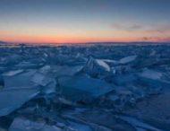 Дайверы устроили экстремальный заплыв в озере ледяных игл