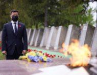 На Луганщині Володимир Зеленський відвідав меморіал «Україна – визволителям» та вшанував пам'ять загиблих у Другій світовій війні