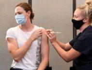 Женщине случайно ввели шесть доз вакцины от коронавируса