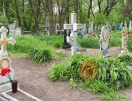 Компания подростков устроила вечеринку на кладбище